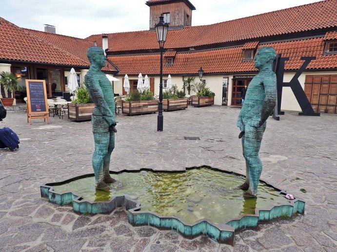 Statue ispred Kafkinog muzeja