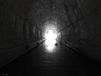 iz tunela pogled na svetlost dana