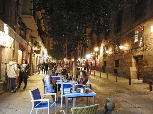 klopa-deo-sa-starijim-restoranima-ispod-plaze-mayor