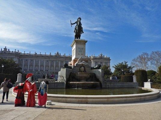 Plaza de Oriente - i lutkice za fotkanje
