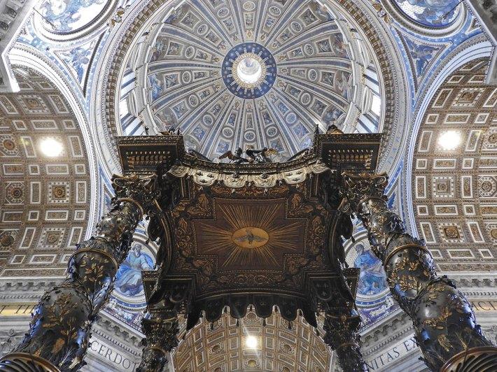 bazilika-st-pietro-unutrasnjost01