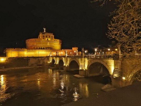 castelo-st-angelo by night