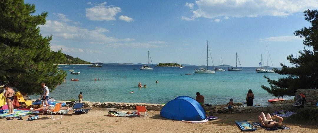 plaža i kamp Kosirina Murter