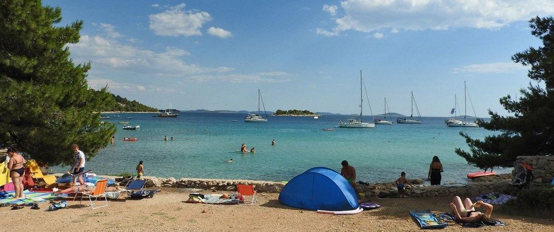 plaža i kamp Kosirina