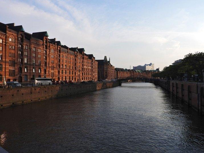 speicherstadt-kanal-i-pogled-na-elbphilharmonie2