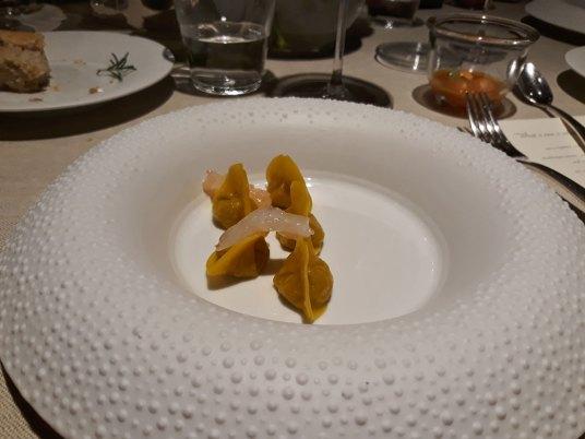 curry ravioli i škampi