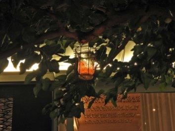 lampion sveća u baštici- cute detalj