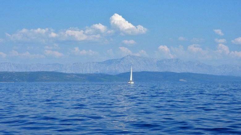 jedrilica i more