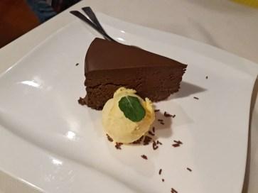 čokoladna torta pri kuklju