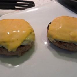 istopljeni sir na mesu