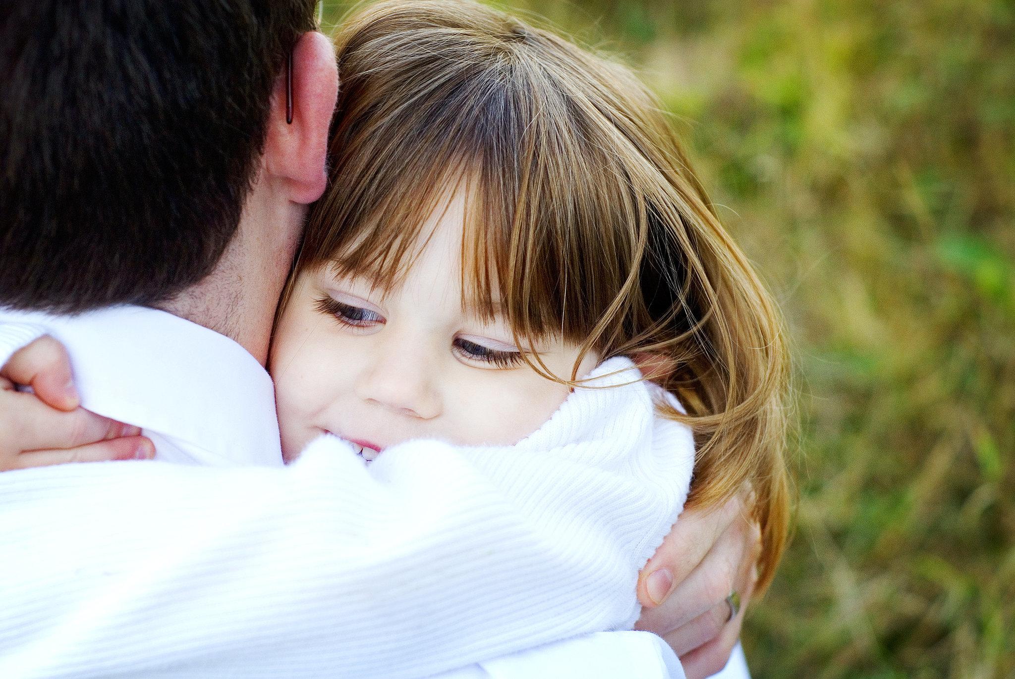 https://i2.wp.com/media1.popsugar-assets.com/files/2014/09/17/907/n/24155406/b512cebeb5560077_hugQz3D1C.xxxlarge_2x/i/Hugging-Your-Child-Too-Tight.jpg