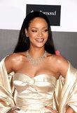 Le stelle hanno estratto tutte le fermate per la palla ostentata del diamante di Rihanna