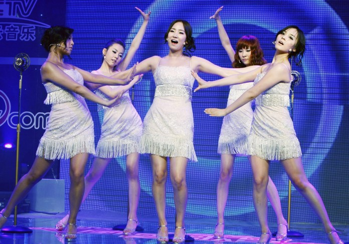 BEIJING, CHINA - JUNE 11:  (CHINA OUT) South Korean girl band Wonder Girls perform at a fan meeting on June 11, 2009 in Beijing, China. (Photo by Zhao Kang/Visual China Group via Getty Images)