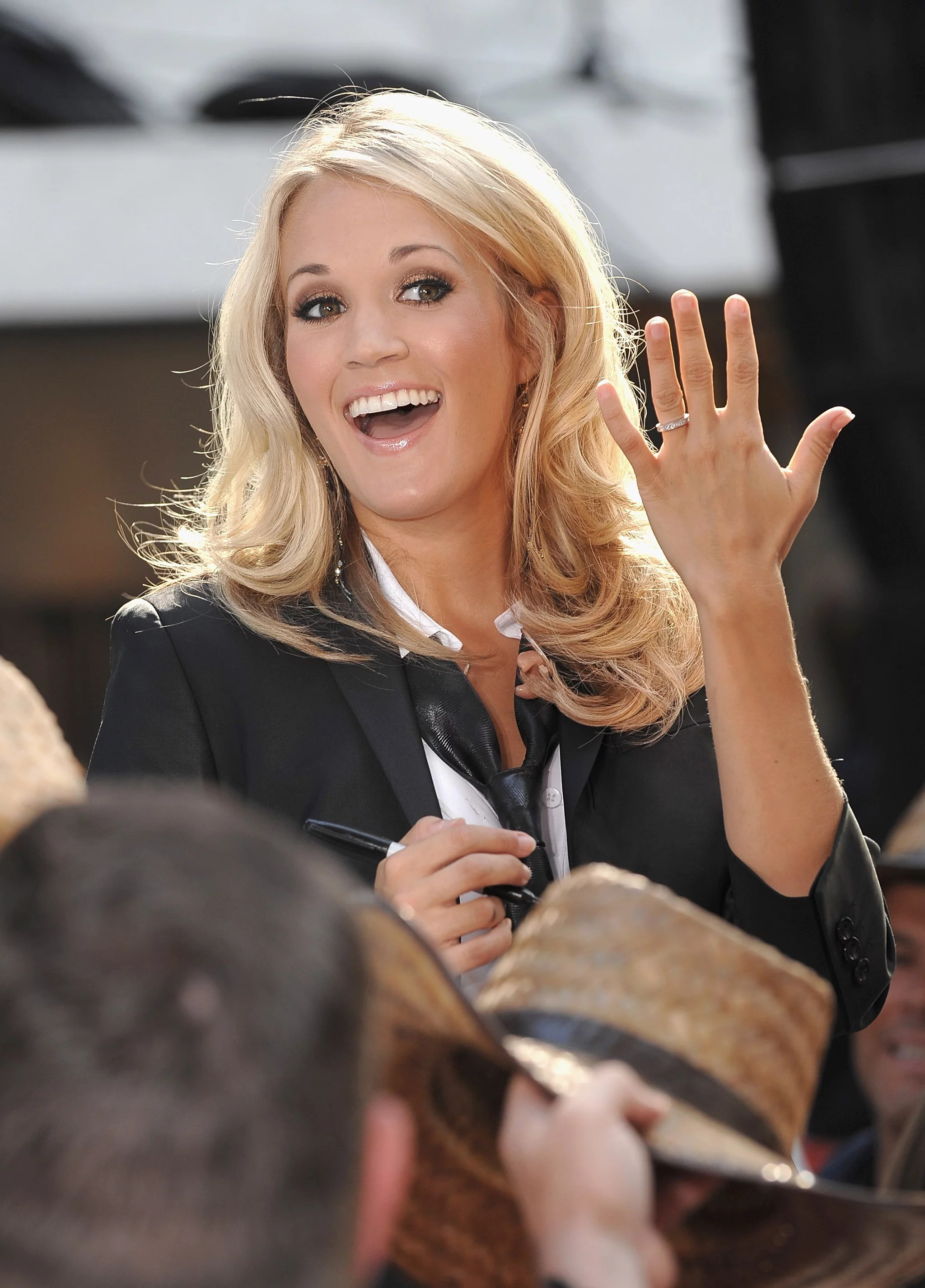 Carrie Underwood Flashing Her Engagement Ring On The Today