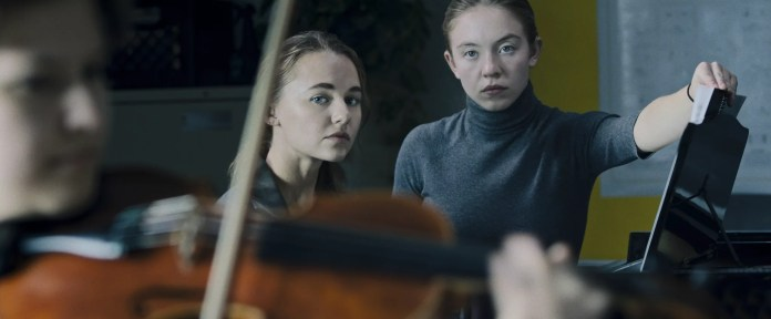Madison Iseman as Vi and Sydney Sweeney as Juliet in NOCTURNE