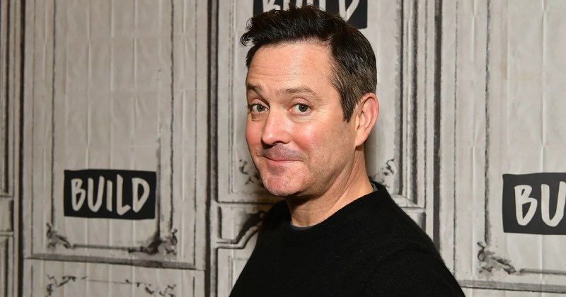 Thomas Lennon Is the Recognizable Voice Doing the Absolute Most as the Emmys Announcer