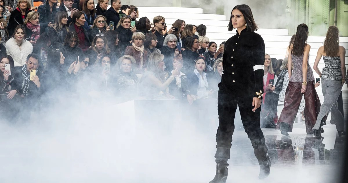 "Chanel Featured Its First Curve Runway Model in 10 Years: ""I Can't Believe This Just Happened"""