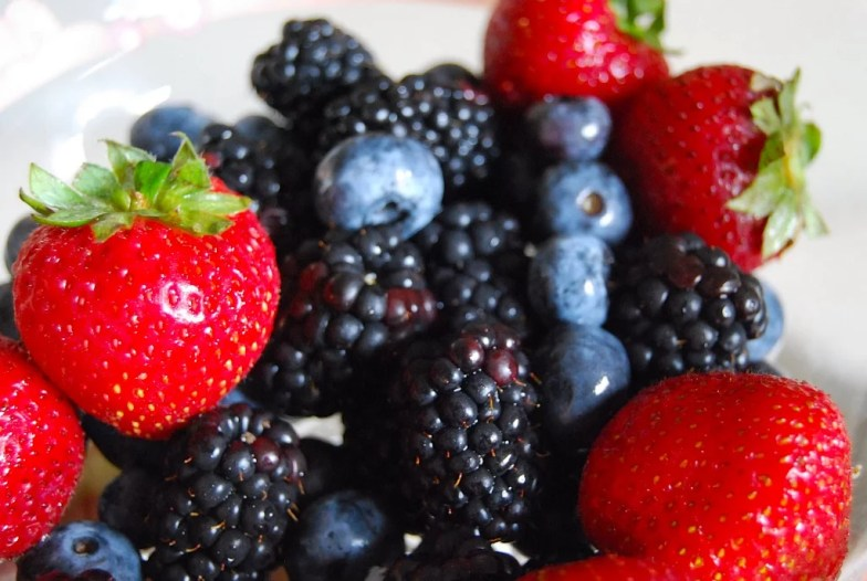 What to Eat: Low-Sugar Fruits