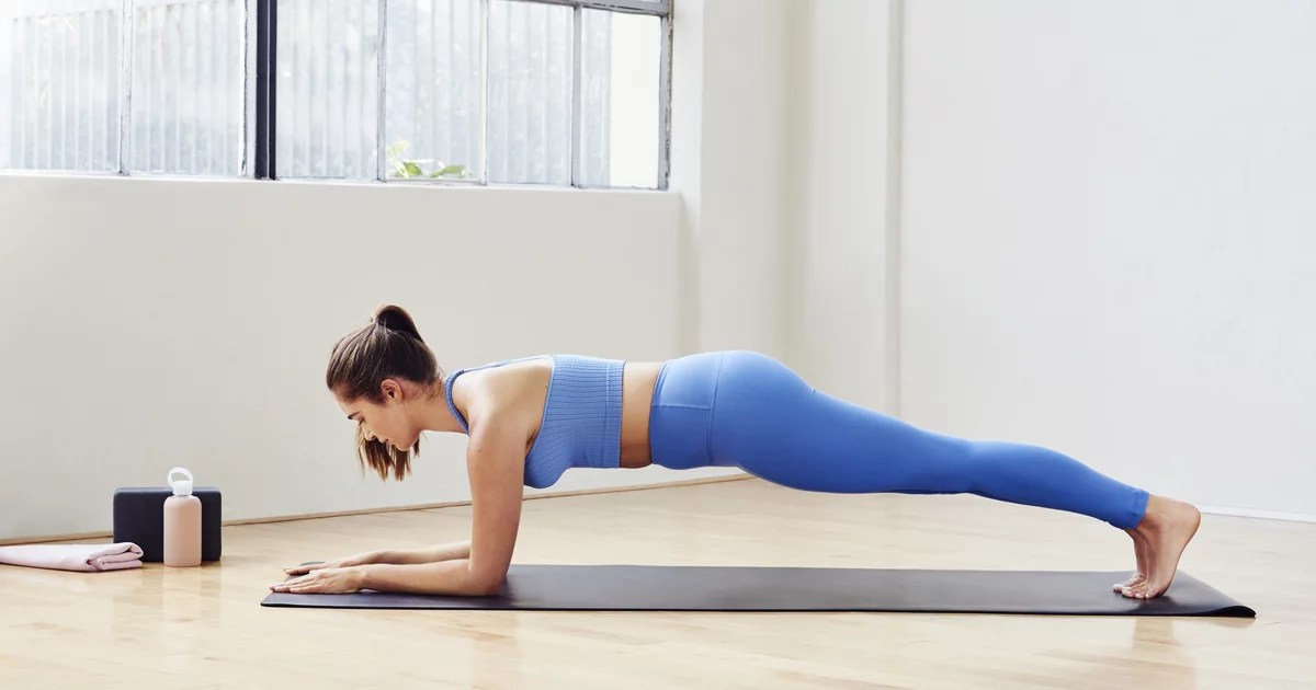 Work Your Arms, Legs, and Abs With This Trainer's 15-Minute Bodyweight Workout