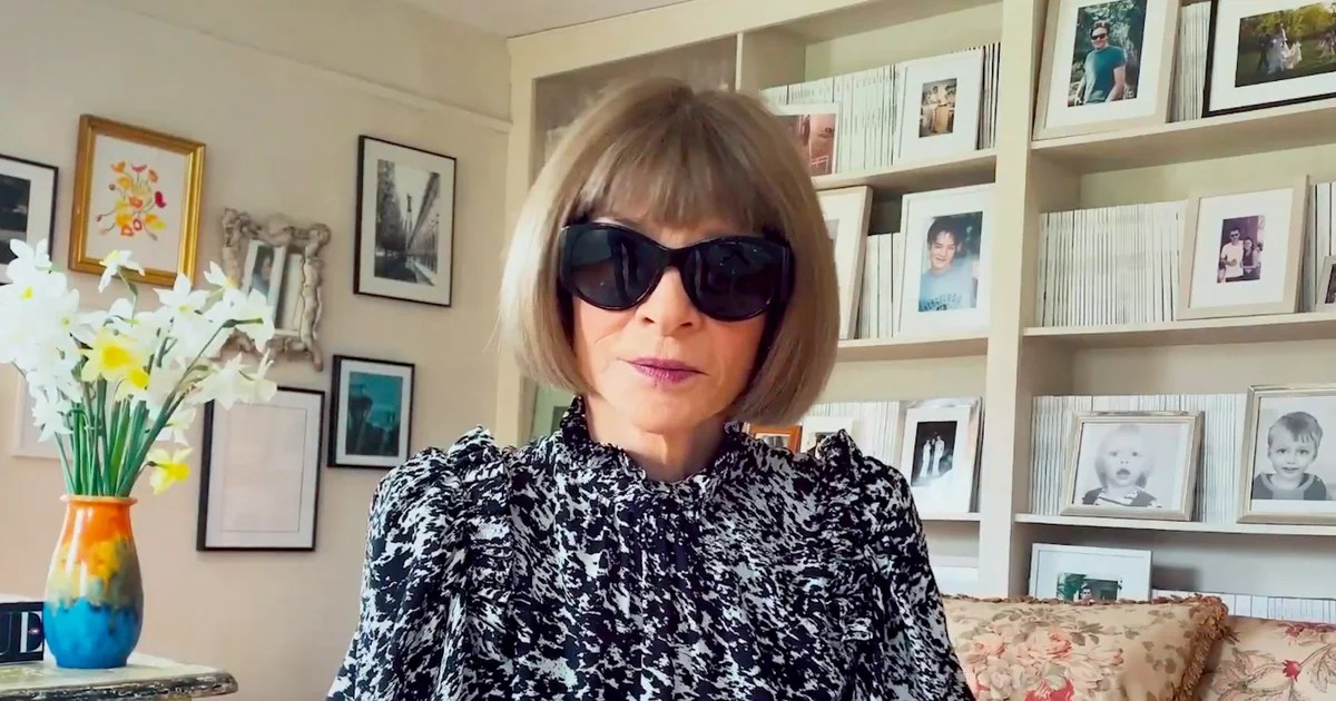 Anna Wintour's Home Office Has It All: Beautiful Flowers, Funky Frames, and Every Single Issue of Vogue