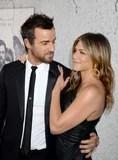 Jennifer Aniston e Justin Theroux sembrano insieme buon maledetto sul tappeto rosso