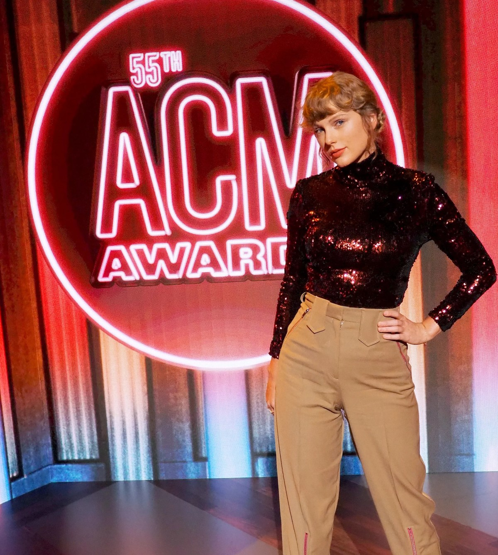 Taylor Swift at the ACM Awards 2020   Pictures   POPSUGAR Celebrity