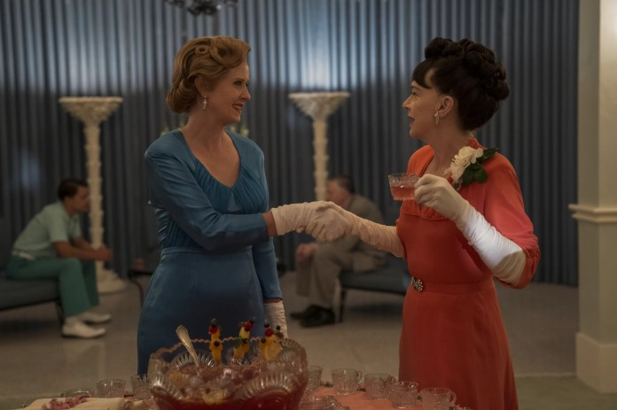 RATCHED (L to R) CYNTHIA NIXON as GWENDOLYN BRIGGS and JUDY DAVIS as NURSE BETSY BUCKET in episode 105 of RATCHED Cr. SAEED ADYANI/NETFLIX  2020