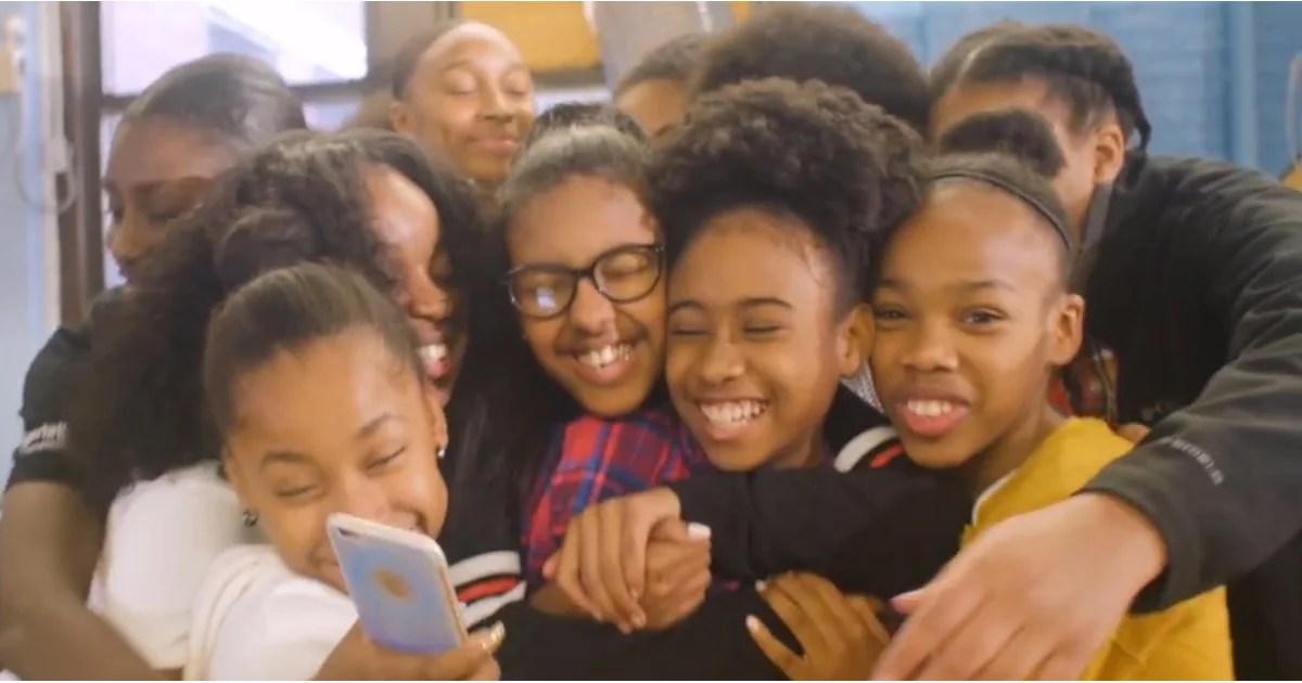 Questo insegnante ha scritto una canzone per mostrarle gli studenti che neri sono bei