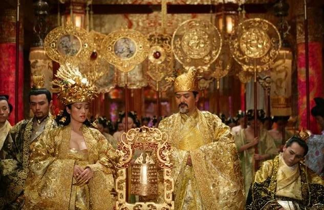 Curse of the golden flower royals