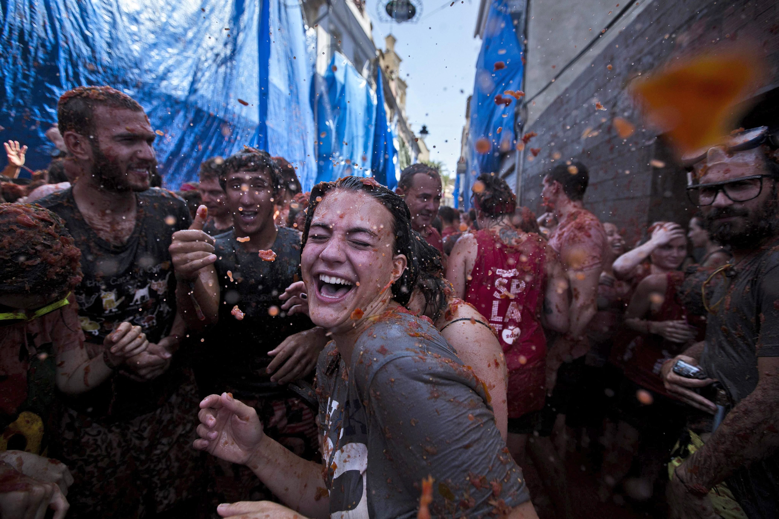 La Tomatina Festival Drenches Spanish Town In Sea Of Red