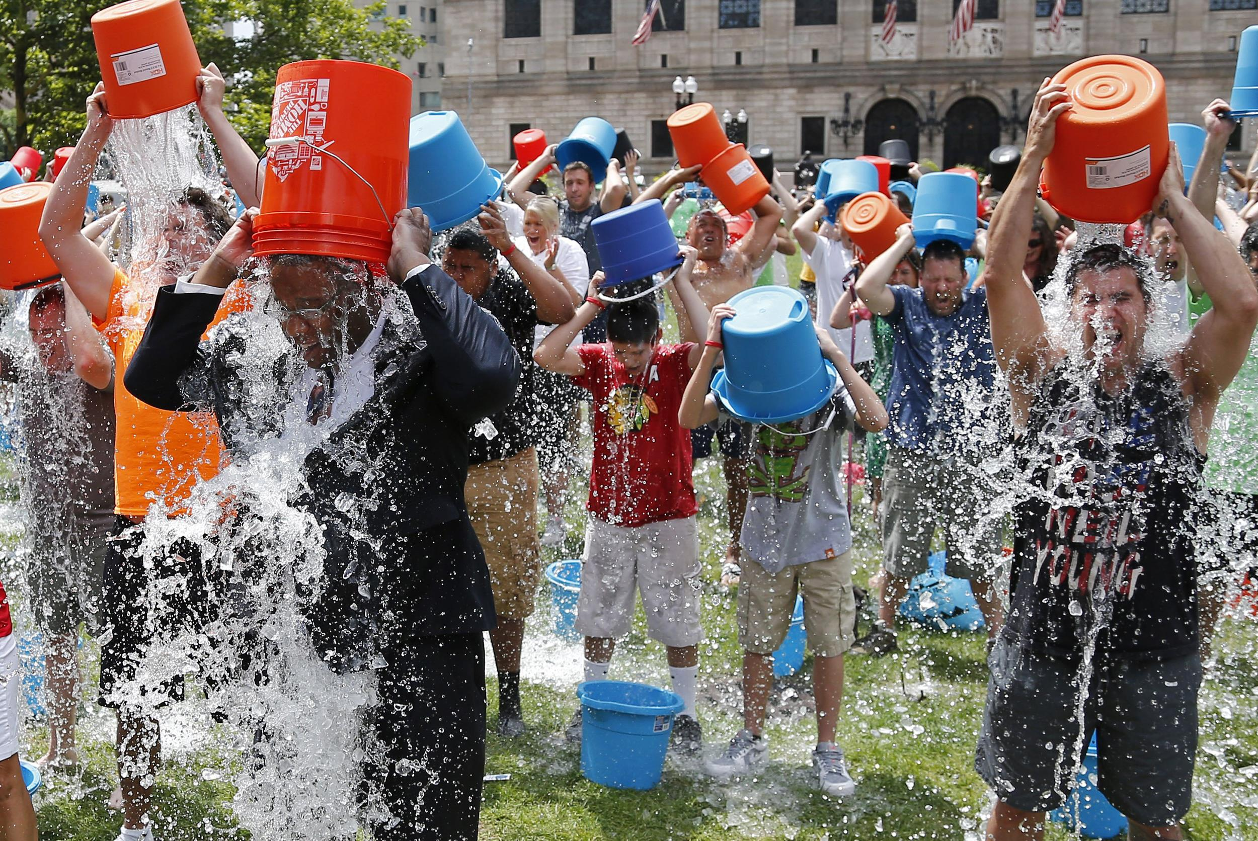 https://i2.wp.com/media1.s-nbcnews.com/i/newscms/2014_33/612011/140811-boston-ice-bucket-challenge-1350_26906d39ac7ead702b45e5b7707b8dc6.jpg