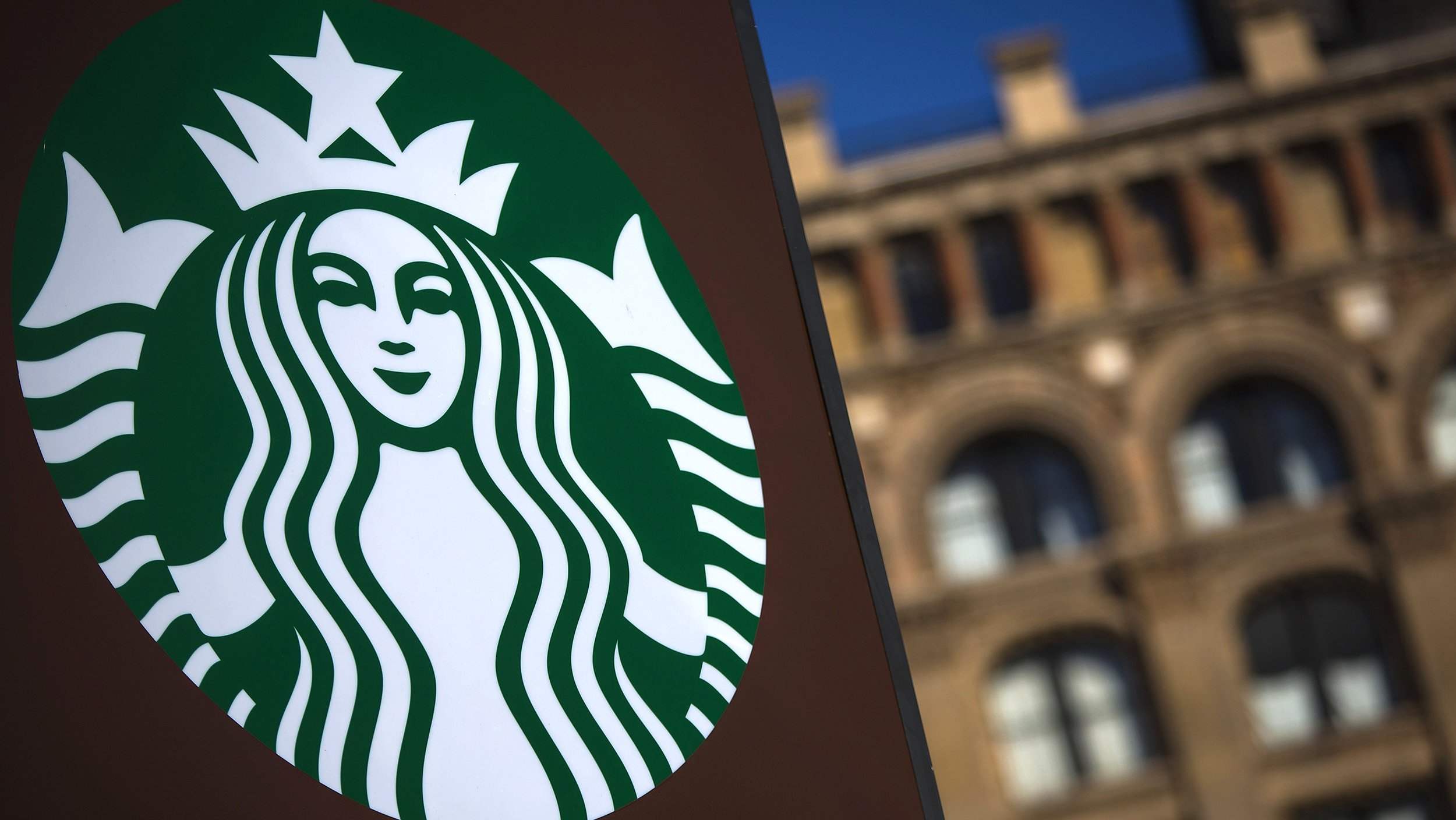 Over 700 Starbucks Customers Pay It Forward In St