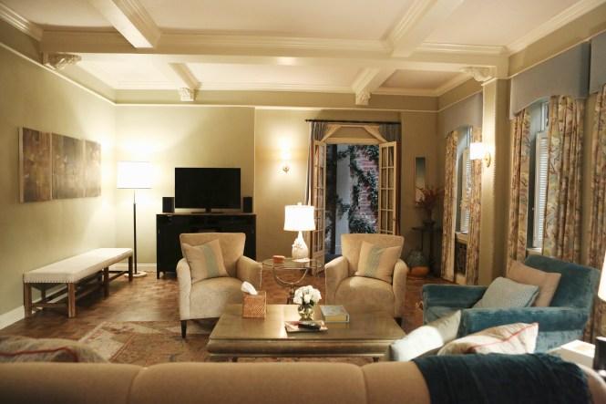 Living Room Like Olivia Pope