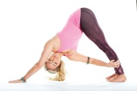 http://www.today.com/health/sluggish-midday-try-kathryn-budig-s-10-minute-yoga-routine-t83916