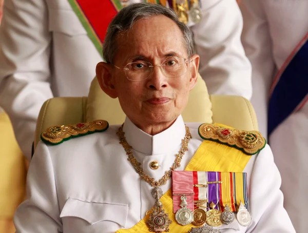 Image: Thailand's King Bhumibol Adulyadej leaves the Siriraj Hospital for a ceremony at the Grand Palace in Bangkok