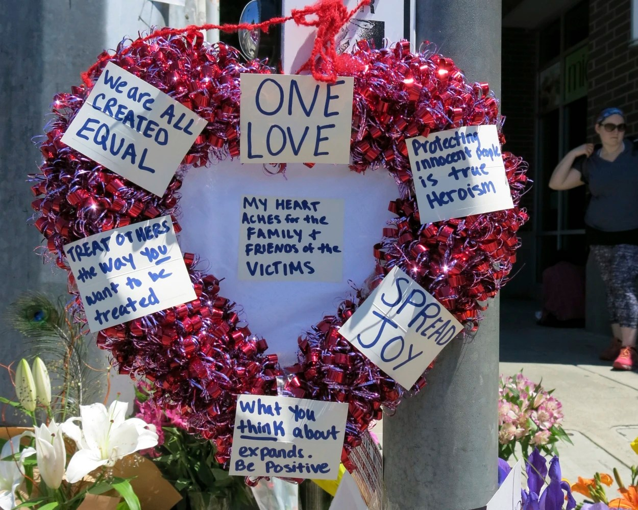 Oregon mother thanks men who died defending girls