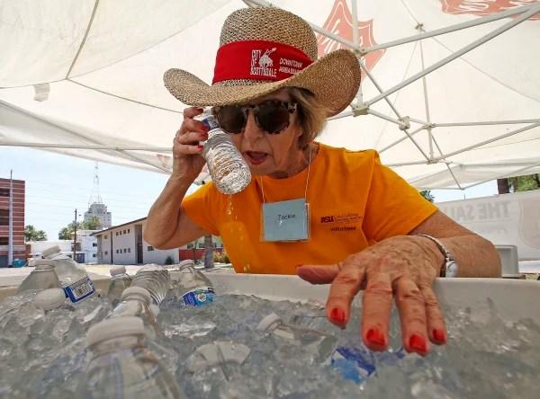 Image: Phoenix woman keeps cool