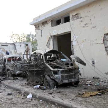 Image: Two car bombs hit Mogadishu, gunfire heard in hotel