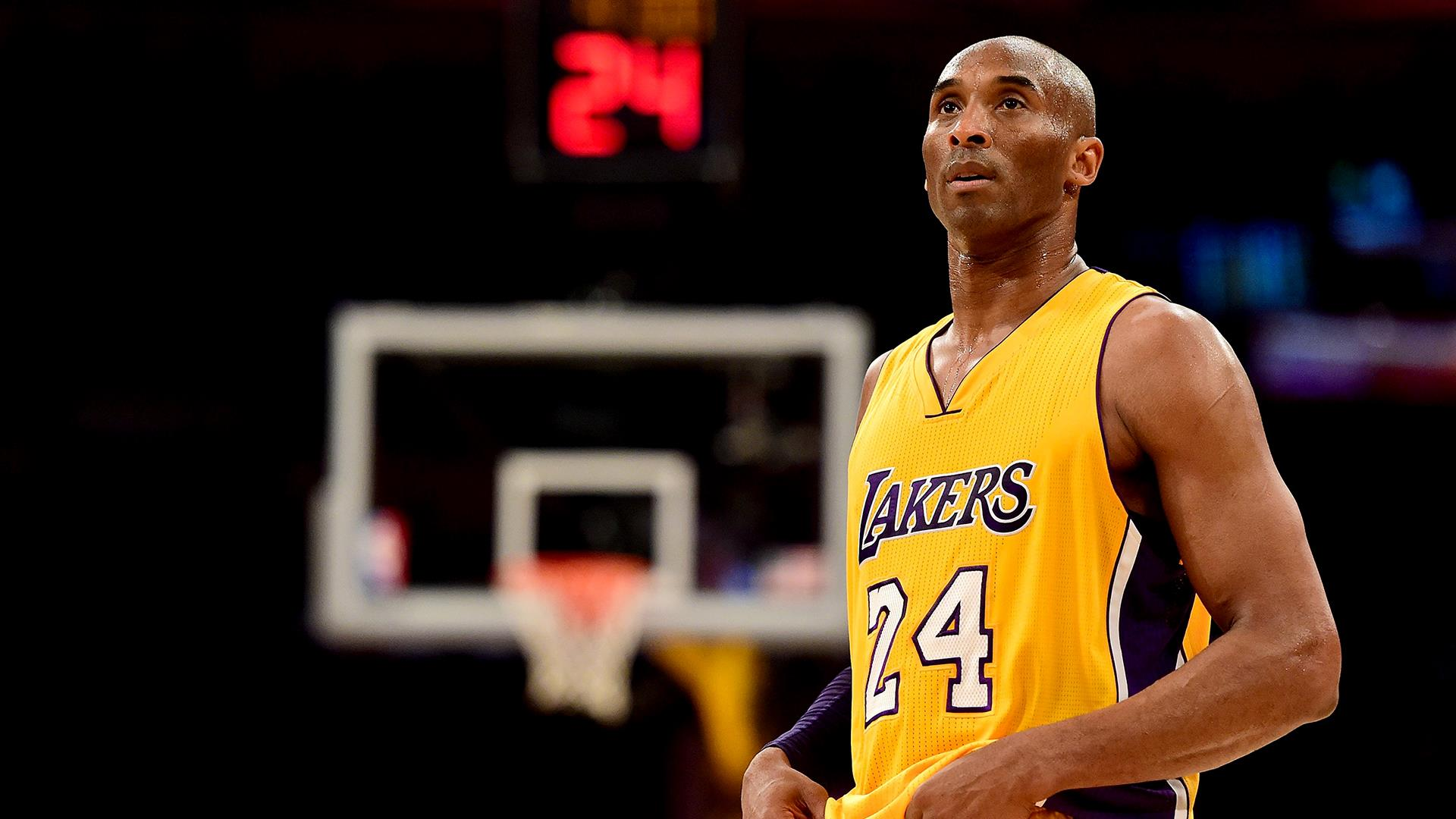 L.A. mourns Kobe Bryant 1 year anniversary of helicopter crash that killed Lakers legend