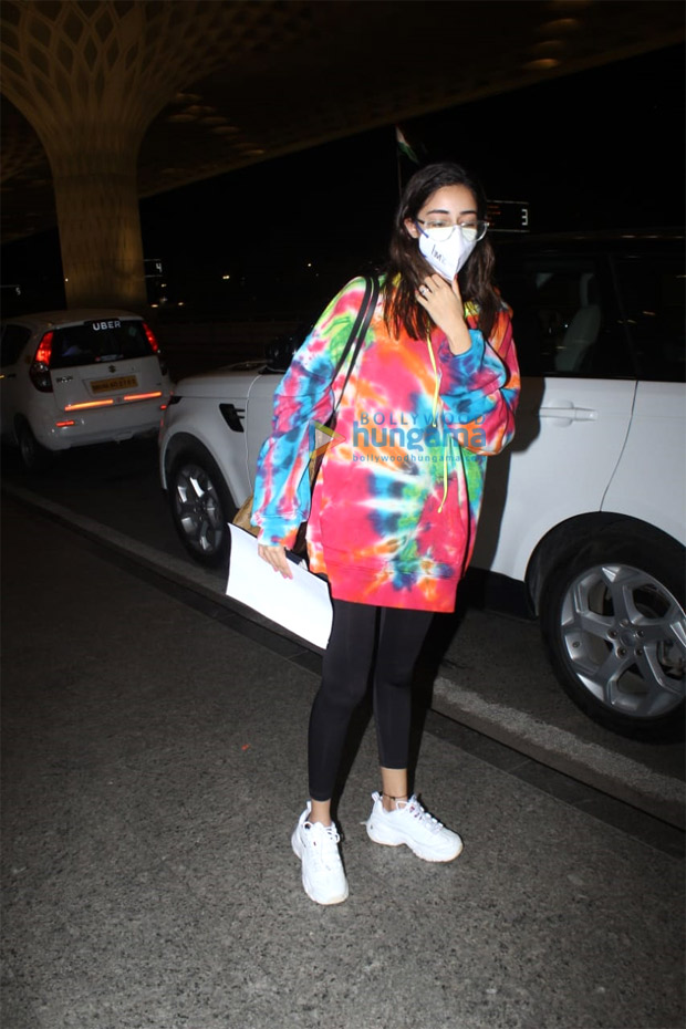 Ananya Panday pairs tie-dye sweatshirt with luxury Louis Vuitton tote worth Rs. 1.97 lakhs