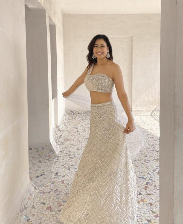 Shweta Tiwari looks resplendent in ivory mirror work lehenga worth Rs. 75,150