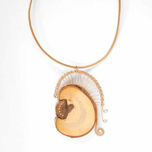 Halsband av rönn, brons och silver