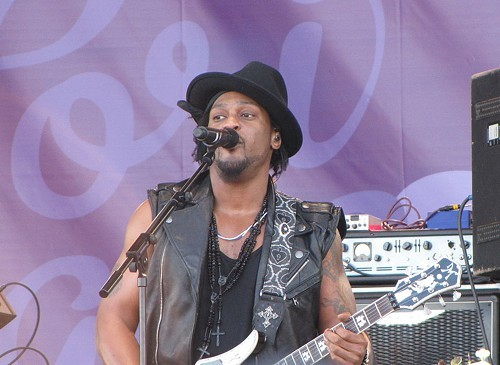 DAngelo pulled a Beyonce and now we can all enjoy Black Messiah