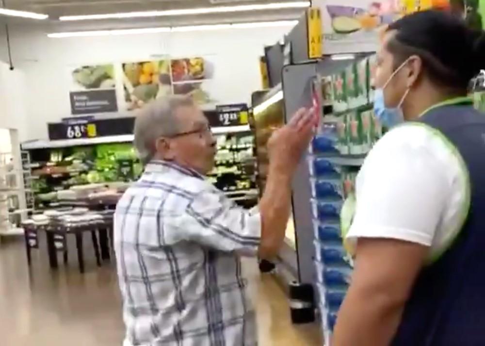 Man refusing to wear mask storms his way into Walmart in Florida #covid19 #coronavirus