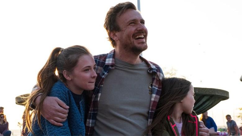 Dakota Johnson y Jason Segel en el tráiler del drama sobre el cáncer 'Our  Friend'