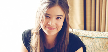 https://i2.wp.com/media2.firstshowing.net/firstshowing/img5/haileesteinfeld-hotelroom-sunlight-tsr.jpg