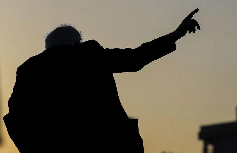 La pensée de Bernie Sanders ne correspondrait aux attentes de Christopher Lasch que très partiellement, le sénateur du Vermont étant foncièrement incapable de percevoir que le socialisme véritable implique nécessairement, pour être pleinement cohérent, un certain conservatisme qui relève du «bon sens populaire».