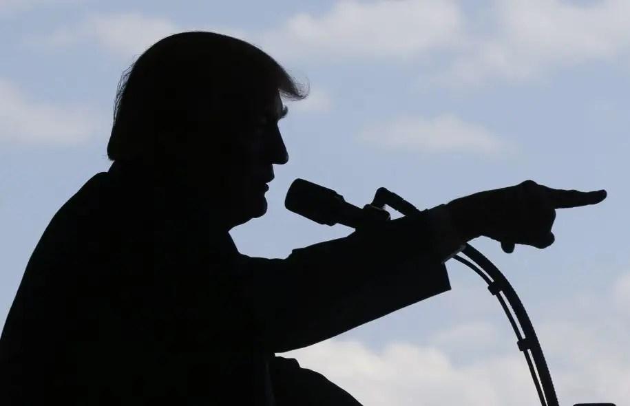 «Mon opinion est que beaucoup de fuites sont des mensonges fabriqués par les médias Fake News [fausses informations]», a tweeté Donald Trump dimanche matin.