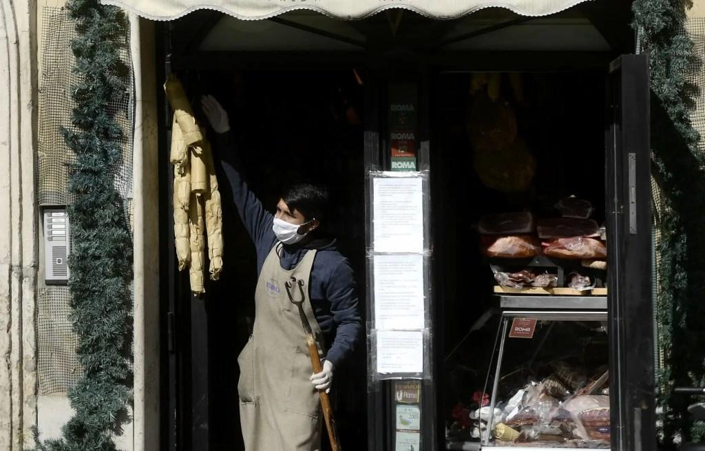 En Italie, le plus récent nombre de morts du coronavirus recensés en 24 heures (525) est le plus bas depuis plus de deux semaines.