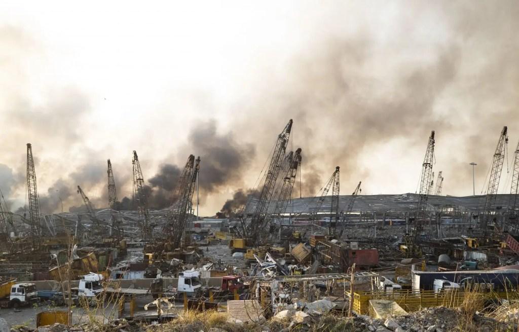 Dévastation après des énormes explosions au port de Beyrouth